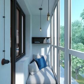Французские окна на небольшом балконе