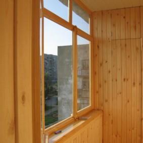 Отделка балкона хрущевки деревянной вагонкой