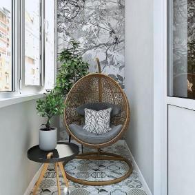 Место для комфортного отдыха на теплом балконе