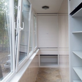 Остекление балкона хрущевки ПВХ-окнами