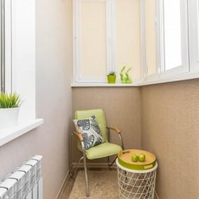 Дизайн балкона с батареей на смежной стене