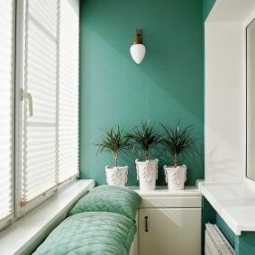 Мягкие подушки на узком балконе
