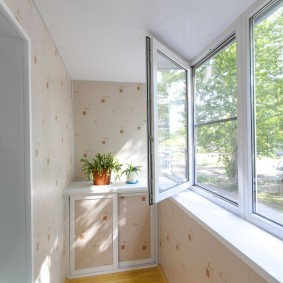 Пластиковые окна на балконе в квартире