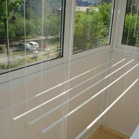 Сушилка для белья на балконе с пластиковыми окнами