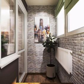 Белая батарея на кирпичной стене лоджии в стиле лофта