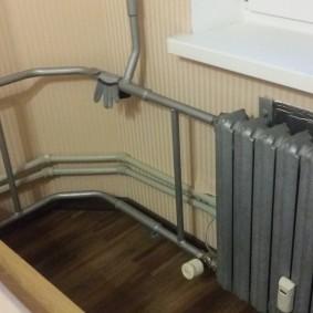 Разводка труб на балконе с батареей отопления