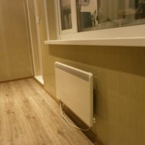 Электроконвектор на стене утепленной лоджии
