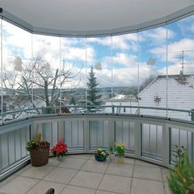 Панорамное остекление террасы на втором этаже дома