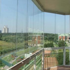 Панорамный балкон небольшой площади
