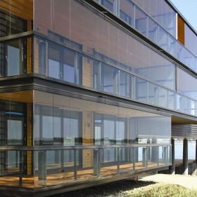 Панорамные балконы с безрамным остеклением