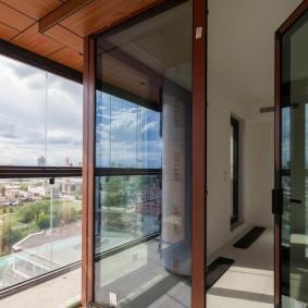 Распашные двери с каленными стеклами