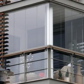 Декоративная решетка снаружи балконного остекления