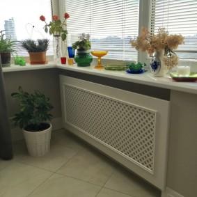 Декоративная панель из МДФ на радиаторе отопления
