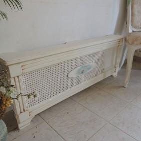 Экран в стиле прованса для радиатора отопления
