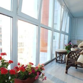 Панорамное остекление утепленного балкона