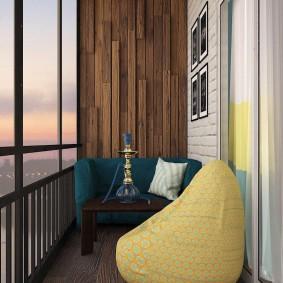Кресло-мешок в интерьере балкона