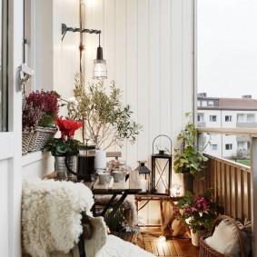 Обшивка ПВХ-вагонкой стены на открытом балконе