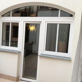 Нестандартный балконный блок в частном доме