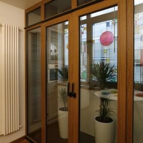 ПВХ-двери с имитацией деревянной фактуры