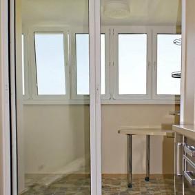 Раздвижная дверь на алюминиевом каркасе