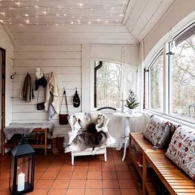 Маленькая гостиная в дома из дерева