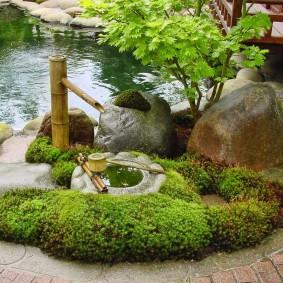 Садовый фонтан из толстого бамбука