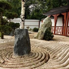 Каменный сад в восточном стиле