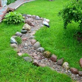 Сухое русло каменного ручья