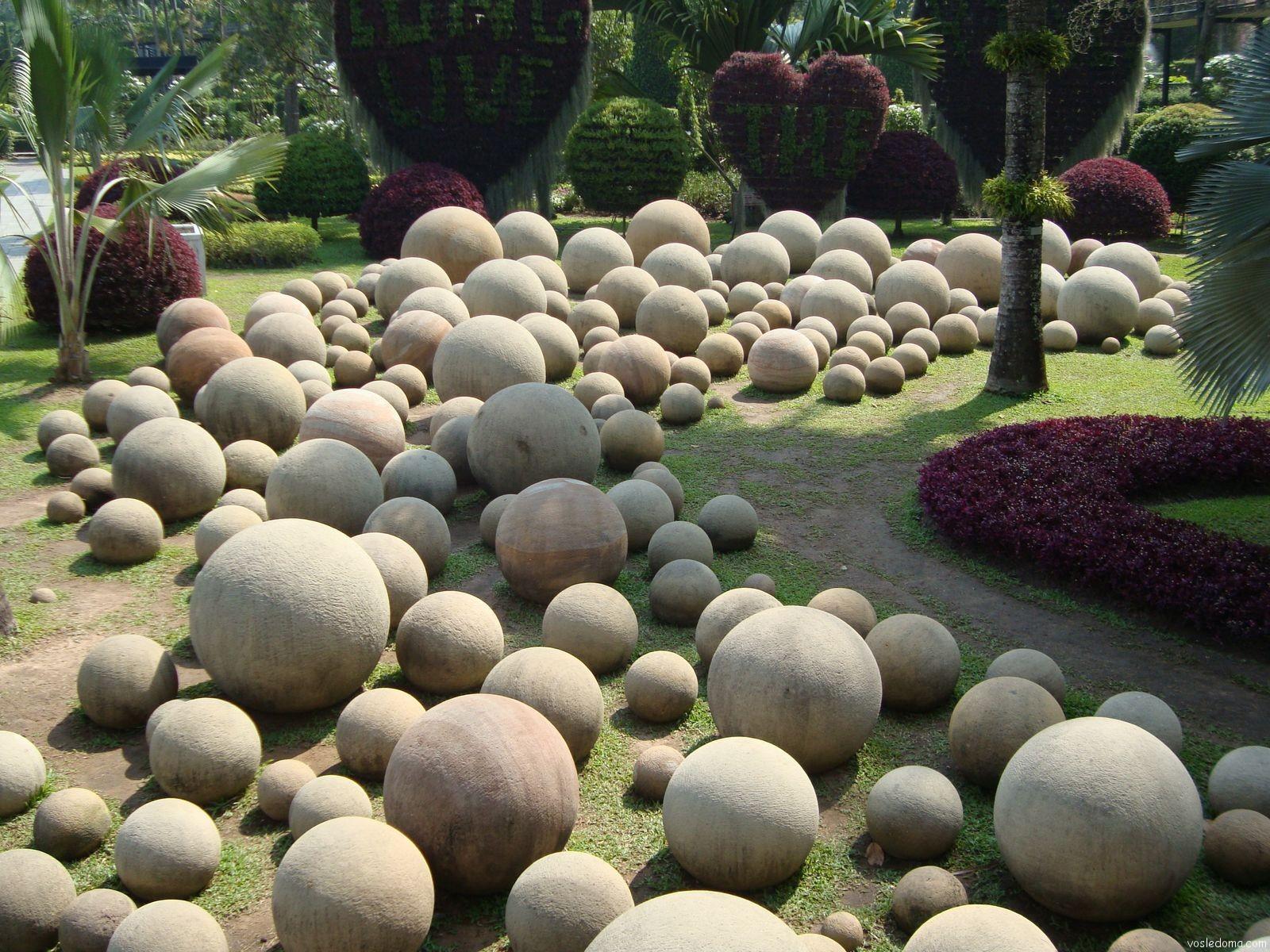 самые добрые камни в дизайне сада фото валенки