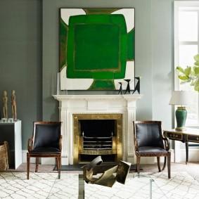 Абстрактная живопись в интерьере гостиной комнаты