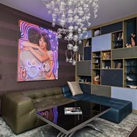 Картина с неоновой подсветкой в интерьере гостиной