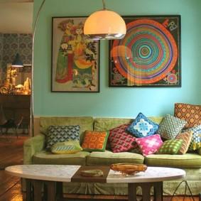 Декорирование картинами гостиной в восточном стиле