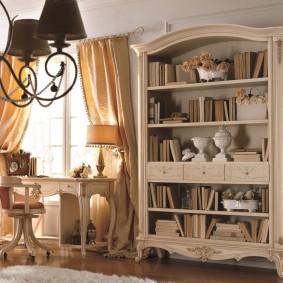 Открытый шкаф для хранения книг в гостиной