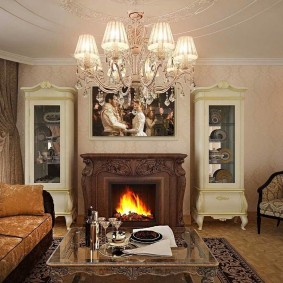 Симметричная расстановка мебели в зале классического стиля