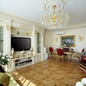 Место для телевизора в гостиной классического стиля
