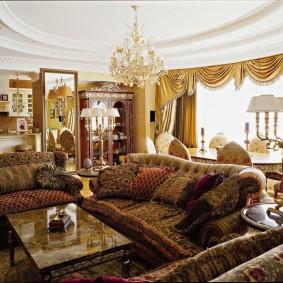 Диванные одушки в гостиной классического стиля