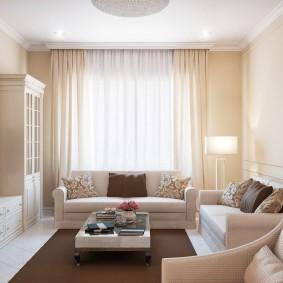 Светлая гостиная в городской квартире