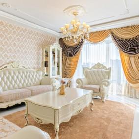 Белая мебель в маленькой гостиной