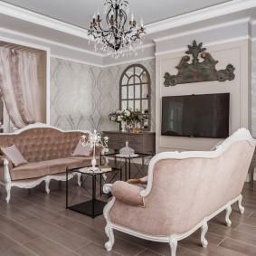 Мягкая мебель с бархатной обивкой