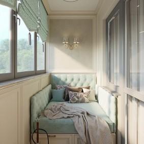 Уютная спальня на балконе с теплым остеклением