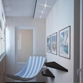 Декор картинами балкона с гамаком