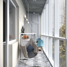 Черный коврик на лоджии с панорамными окнами