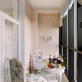 Классическое оформление интерьера балкона
