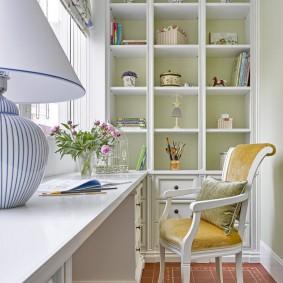 Домашний кабинет на балконе в стиле классики