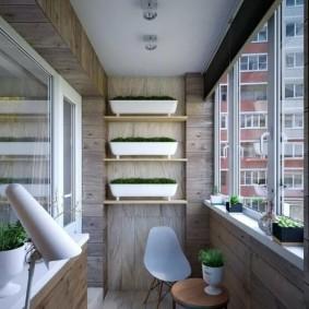 Деревянная обшивка балкона в трехкомнатной квартире