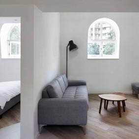 Арочное окно небольшого размера