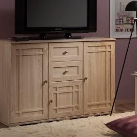 Небольшой комод под телевизор в зале