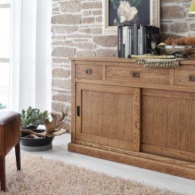 Шпонированная мебель в интерьере гостиной