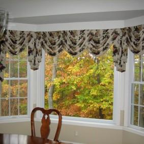 Короткие шторы с мягким ламбрекеном