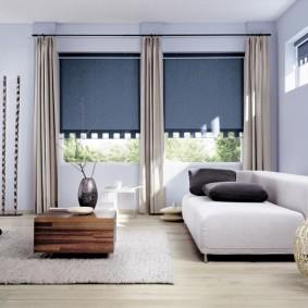 Белый диван с серыми подушками